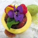 チオリ - マンゴーのムースと、苺とバジルのコンフィチュール
