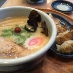 Hokkaido Ramen Santouka - Shio Ramenと餃子