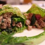 46844394 - ロールキャベツの中身には色んなお野菜と肉がブレンドされています