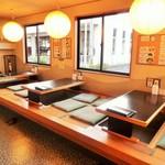 海老徳 - 掘りごたつタイプの小上がりになります、四人掛けのテーブルが三台ございます。