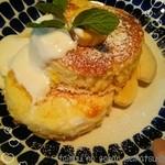 46846526 - バナナとメイプルシロップのパンケーキ♪