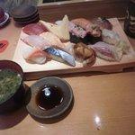 46848256 - 大漁にぎり15貫 味噌汁付き 税込千円