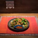 リム ロス タイ - 料理写真:豚肉のカリカリ揚げニンニクソースがけ