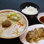 博多拉担麺まるたん - 餃子セット