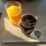 六花亭 - アイスコーヒーとオレンジジュース