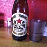 46854432 - ラーメン髭 サッポロラガービール(赤星)