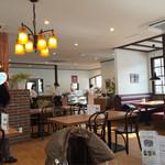カテッジイン・レストラン - 明るい店内 歴史館側から入ってみたところ