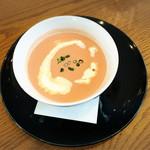 カテッジイン・レストラン - ビーツって、特に味は・・ きれいな色のポタージュ