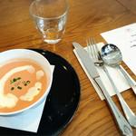 カテッジイン・レストラン - ビーツのスープですって