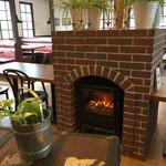 カテッジイン・レストラン - 暖炉の火は蒸気とのこと。どーやってんの?