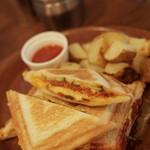 シーエムツー カフェ - 料理写真:CM2グリルサンド 2016年1月27日撮影