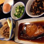 稲荷町食堂 - ・ごはん小 ¥140 ・みそ汁 ¥86 ・生卵 ¥54 ・オクラ ¥108 ・ひじき ¥108 ・牛すき煮 ¥270 ・ぶり照焼 ¥378