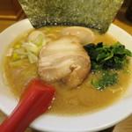 武松家 - 醤油豚骨味玉ラーメン