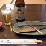 三昧庵 みしまや - ニシンの甘露煮(594円)と一番搾り小瓶(486円)