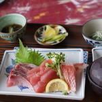 仲泊海産物料理店 - おさしみ定食1240円