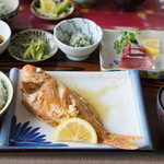 仲泊海産物料理店 - バター焼き1400円