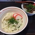 カナメキッチン - 伊勢うどん(500円)、うまとろ牛すじめし(300円)