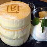 BURN SIDE ST CAFE CRAFT KITCHEN+  KUZUHA - ホワイトスフレパンケーキ≪メープルナッツバター/メープル≫(アップ)