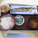 みくに - 焼魚定食。 750円。仕入れで魚が変わる。写真は秋刀魚。