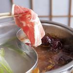 ラムパク火鍋(ラムの白湯スープ&ピリ辛薬膳スープ)