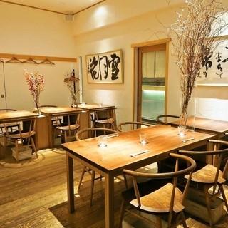 親密な2人に寄り添う日本酒とワインを、酒番が提案
