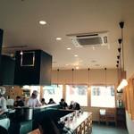 海鮮処 海門 - 小奇麗なカウンター中心のお店