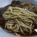 中華そば 迦陵 - 低加水で角断面のストレート麺
