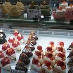 ボン・プレサージュ - ショーケースの美味しそうなケーキさん☆