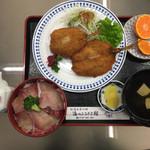 道の駅 松浦海のふるさと館 - 今日のランチです。 ぶり丼が小さく見えます。