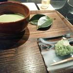 46898586 - 抹茶と上生菓子セット