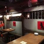 久茂地 肉寿司 - ワイワイガヤガヤな店の活気と共に寿司をお楽しみください。