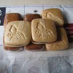 蛸松月菓子舗 - 蛸まん158円、蛸もなか137円