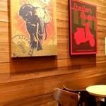 スターバックスコーヒー フレンテ南大沢店 - 店内カウンター席近くのテーブル席