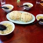 東峰飯店 - 炒飯一つで、みんなにスープ!