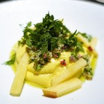 ピルエット - カリフラワーのムース、モッツァレラ  リンゴ、香草添え