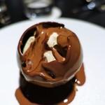 ピルエット - ショコラの球体 マロングラッセ ショコラソース