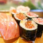 大和寿司 - いくら巻とトロ巻き