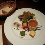 46939001 - パスタセットの前菜5種とサラダの盛り合わせ(左上はフォカッチャ)                       時間の無い時のランチでは、この前菜は勿体ないかも?