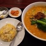 46941553 - タンタン麺+半チャーハン@820円に麺を大盛@120円にしてます