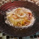 ラ・リサータ - パスタ ベーコンとオレンジ白菜、フレッシュトマトソース