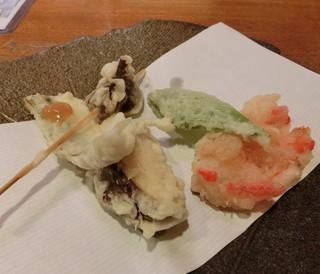 銀平 匠 - 天ぷら盛り合わせ。どれも美味しいが1番インパクトのあったのはコンニャク☆