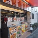 ミートショップ ヒロ - こちらは惣菜のお持ち帰りコーナー反対側にお肉の店頭販売