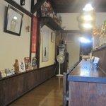 茶店 猫瓶 - 店内はまさに「3丁目の夕日」の世界を思わせる作りになってます。