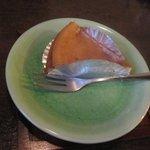 茶店 猫瓶 - チーズケーキ400円・・・甘過ぎないベークドタイプで奥様の手作りだそうです