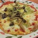 サイゼリヤ - 野菜とキノコのピザ 399円(税込)。2016.01.12