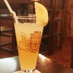 マゼランズ・ラウンジ - マゼランズ・オリジナルソフトドリンク、コレクタブルグラス付き(¥1700)