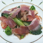 マンジャーレ 千葉 - 旬の焼き野菜と生ハムのインサラータ 焦がしアンチョビバター