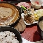 46956618 - ハンバーグ+鶏唐揚げ 2080円