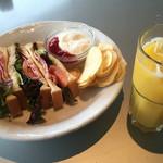 からふね屋珈琲店  - BLTサンドとオレンジジュース