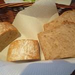 46962046 - 全粒粉のパン 胡桃パン